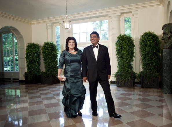 Comedian「Obamas Greet Mexican Counterparts As They Arrive For State Dinner」:写真・画像(4)[壁紙.com]