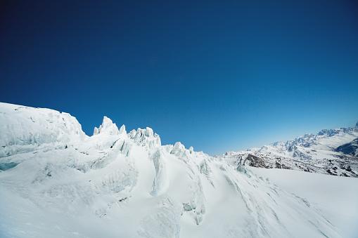 コーカサス山脈「アマチュアの冬スポーツ」:スマホ壁紙(19)