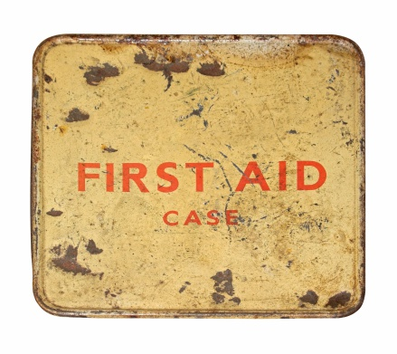 Rusty「Worn And Dented Old First Aid Tin Front」:スマホ壁紙(1)