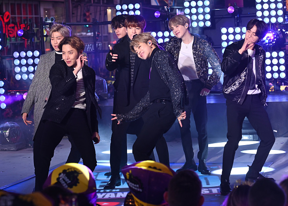 Performance「Times Square New Year's Eve 2020 Celebration」:写真・画像(7)[壁紙.com]