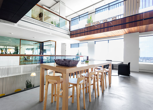 Cool Attitude「Modern, high wooden table in a large office space」:スマホ壁紙(12)