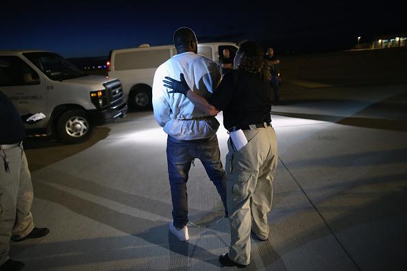 John Moore「ICE Deports Undocumented Immigrants Via ICE Air」:写真・画像(0)[壁紙.com]