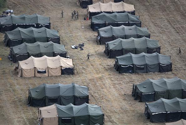 Tent「Troops Arrive To U.S. Mexico Border Spots Where Migrant Caravan May Arrive In Coming Weeks」:写真・画像(9)[壁紙.com]