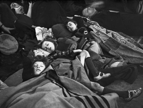 Boys「Sheltering In The Tube」:写真・画像(4)[壁紙.com]