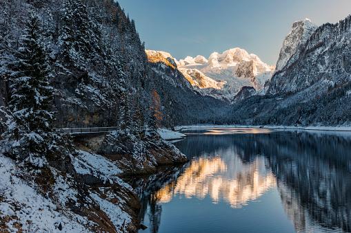 Salzkammergut「Alpenglow at Gosausee with dachstein view in winter - European Alps」:スマホ壁紙(15)
