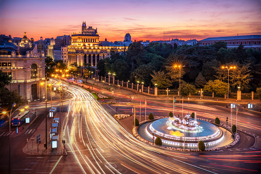 Light Trail「Long exposure Aerial view and skyline of Madrid with cibeles Fountain at dusk. Spain. Europe」:スマホ壁紙(17)