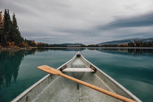 Standing Water「Canada, British Columbia, Boya Lake, Boya Lake Provincial Park, kanu」:スマホ壁紙(6)