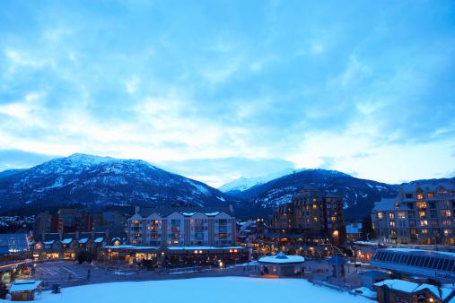 Ski Resort「Canada, British Columbia, Whistler Village and mountains」:スマホ壁紙(10)