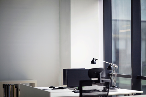 Beginnings「View of working desks in creative office」:スマホ壁紙(19)