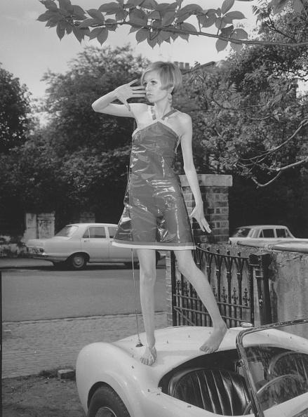 Mini Skirt「Plastic Dress」:写真・画像(18)[壁紙.com]