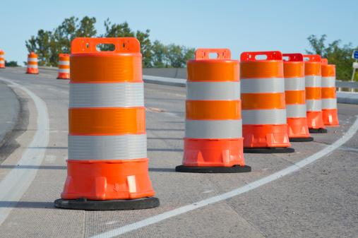 Road Construction「Orange barrels used in highway maintenance construction」:スマホ壁紙(12)