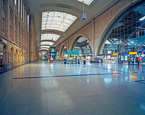 Station「Inside of Leipzig Main Train Station」:スマホ壁紙(13)