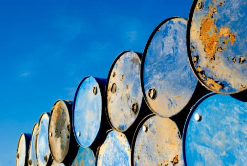 Poisonous「Rusty metal barrels stacked in rows」:スマホ壁紙(2)
