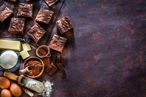 Gourmet「Preparing chocolate brownies frame with copy space」:スマホ壁紙(10)