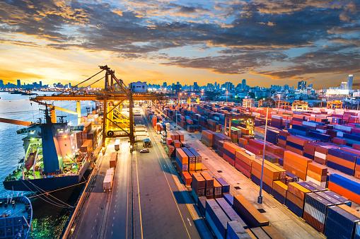 Pier「Container Cargo freight ship with working crane bridge in shipyard」:スマホ壁紙(7)