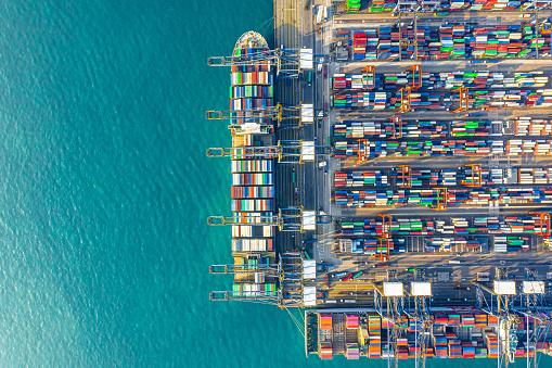 Ship「Container Cargo freight ship Terminal in Hong kong」:スマホ壁紙(6)