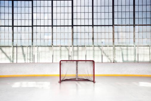 Stadium「Ice hockey net in an arena」:スマホ壁紙(0)