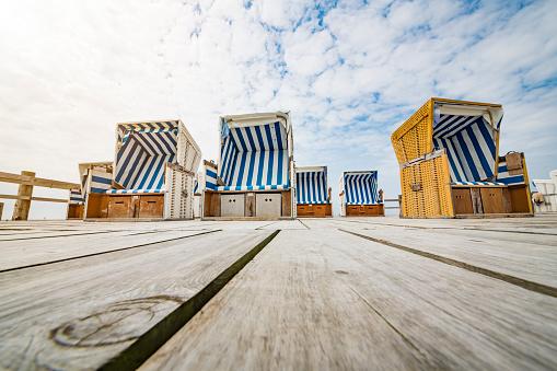 Footbridge「Hooded beach chairs」:スマホ壁紙(4)