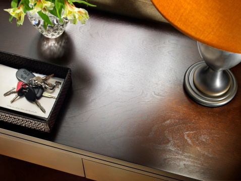 Mail「Sofa Table with Keys」:スマホ壁紙(14)