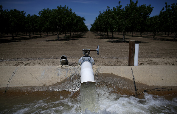 Water「California's Central Valley Heavily Impacted By Severe Drought」:写真・画像(12)[壁紙.com]