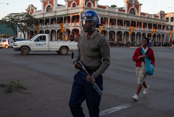 Zimbabwe「Anti Government Protests」:写真・画像(2)[壁紙.com]