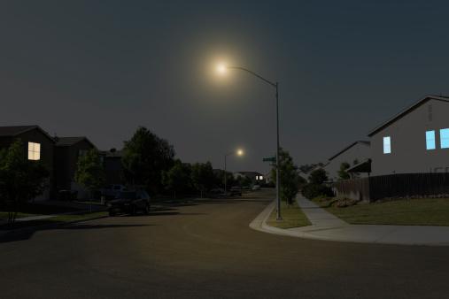 Street Light「Suburban Street at Night」:スマホ壁紙(0)