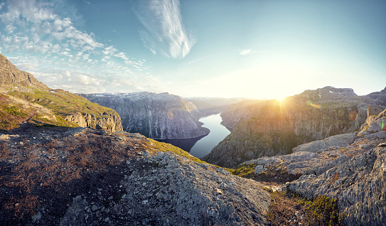 Twilight「Mountainous landscape and fjord at sunset, Norway」:スマホ壁紙(12)