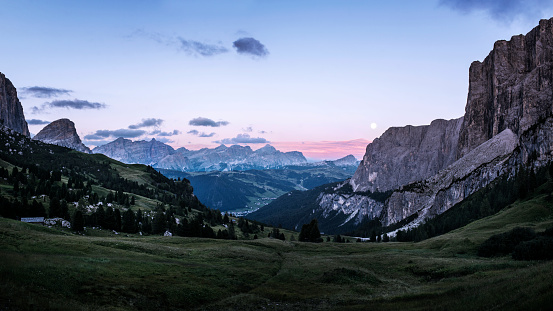Remote Location「Mountainous landscape at sunset, Groedner Joch, Dolomites, Italy」:スマホ壁紙(9)