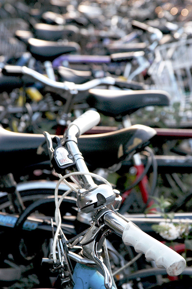 Handle「Cycles parked up in Cambridge」:写真・画像(2)[壁紙.com]