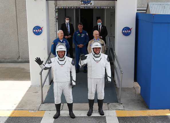 NASA Kennedy Space Center「NASA Scrubs Launch Of The SpaceX Falcon-9 Rocket And Manned Crew Dragon Capsule At Cape Canaveral」:写真・画像(19)[壁紙.com]