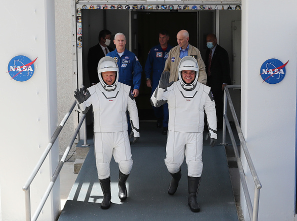 NASA Kennedy Space Center「SpaceX Falcon-9 Rocket And Crew Dragon Capsule Launches From Cape Canaveral Sending Astronauts To The International Space Station」:写真・画像(18)[壁紙.com]