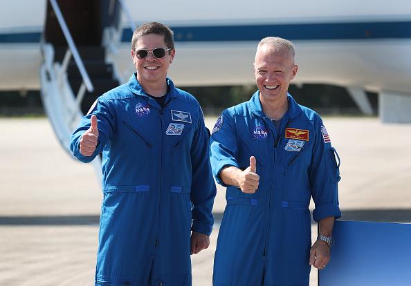 NASA Kennedy Space Center「NASA Astronauts Arrive At Kennedy Space Center Ahead Of Space-X Launch Test」:写真・画像(9)[壁紙.com]