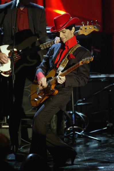 背景に人「2004 Rock And Roll Hall Of Fame Ceremony In New York - Show」:写真・画像(14)[壁紙.com]