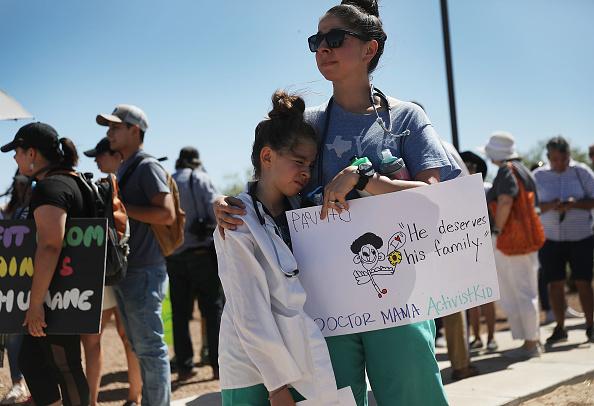 Joe Raedle「Beto O'Rourke Joins Protest Against Trump Zero Tolerance Immigration Policy」:写真・画像(2)[壁紙.com]