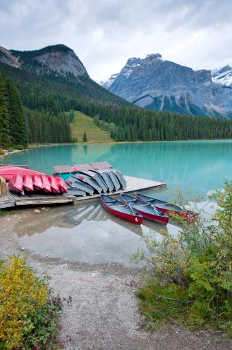Yoho National Park「Canoes on Emerald Lake」:スマホ壁紙(10)
