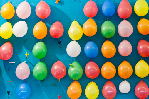 Opportunity「Germany, Bavaria, Munich, Multi coloured balloons and dart at oktoberfest」:スマホ壁紙(15)