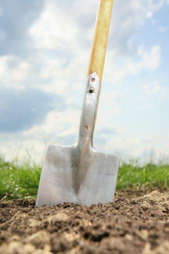 Digging「Germany, Bavaria, Spade on field」:スマホ壁紙(7)