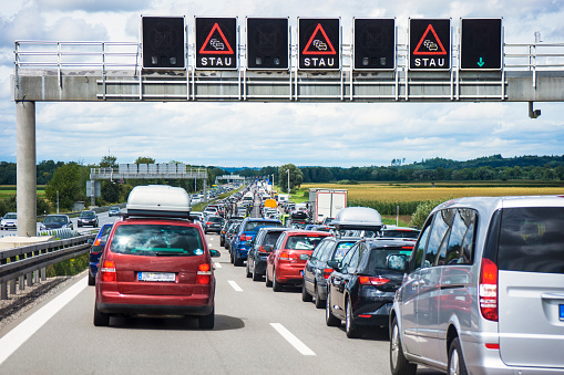 Traffic「Germany, Bavaria, Traffic jam on A9 highway between Munich and Nuremberg」:スマホ壁紙(3)