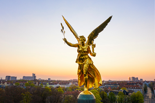 God「Germany, Bavaria, Munich, Drone view of Angel of Peace monument at sunrise」:スマホ壁紙(16)