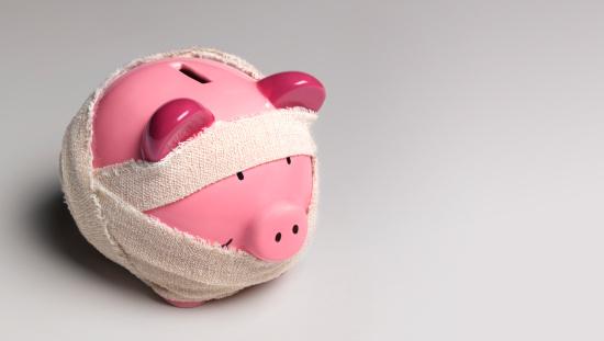 Medical Insurance「Ill piggy bank with bandages」:スマホ壁紙(8)