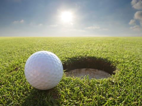 Effortless「golf ball by hole」:スマホ壁紙(13)