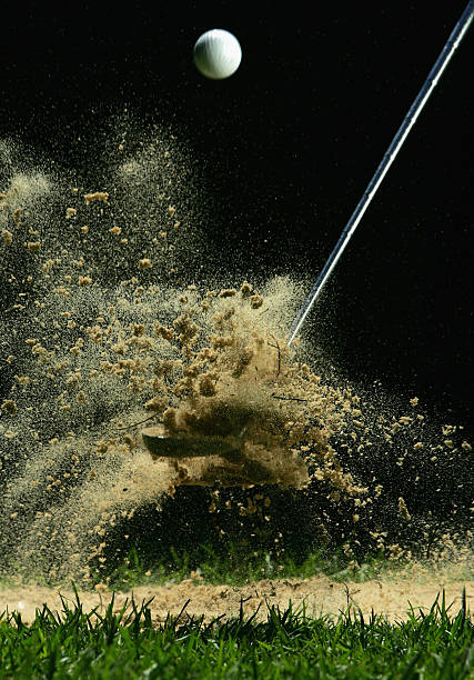 Golf Ball Being Hit:スマホ壁紙(壁紙.com)