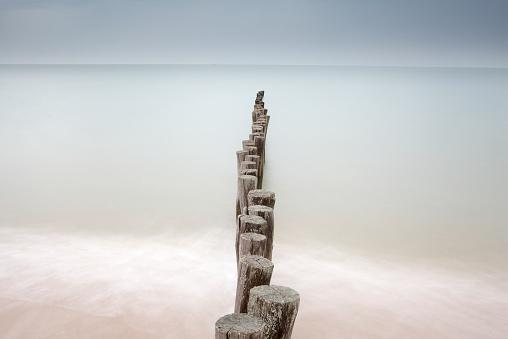 Calais「France, Brittany, Breakwater at beach of Calais」:スマホ壁紙(2)