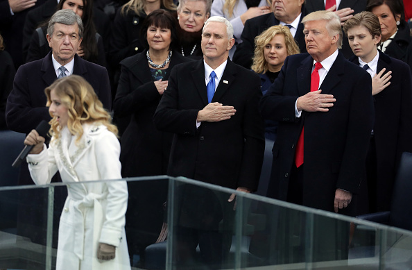 National Anthem「Donald Trump Is Sworn In As 45th President Of The United States」:写真・画像(13)[壁紙.com]