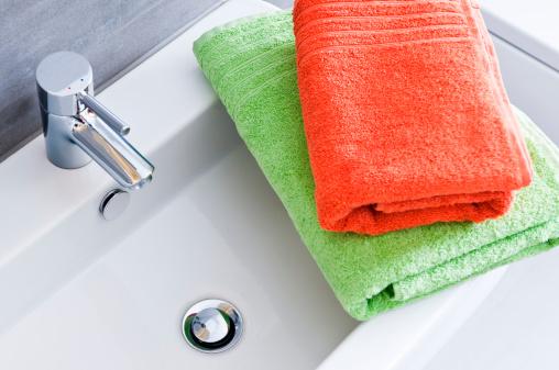 Towel「Rectangular bathroom sink with one green and one orange towel」:スマホ壁紙(16)