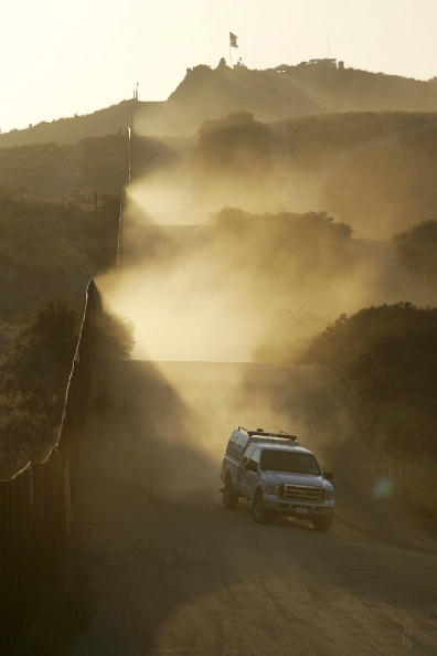 Mode of Transport「US-Mexico Border Fence Impacts Borderlands Environment」:写真・画像(17)[壁紙.com]