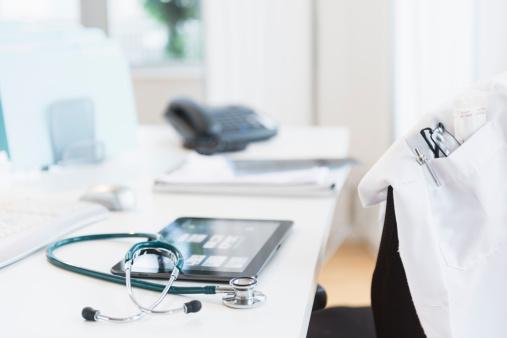 Digital Tablet「Tablet pc in doctor's office」:スマホ壁紙(18)