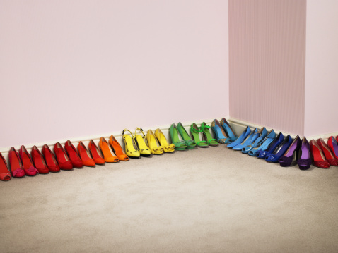 Girly「Shoes lined up by color along the wall」:スマホ壁紙(0)