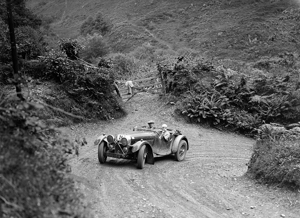 Hairpin Curve「1935 Jaguar SS 90 2-seater taking part in a motoring trial, late 1930s」:写真・画像(14)[壁紙.com]