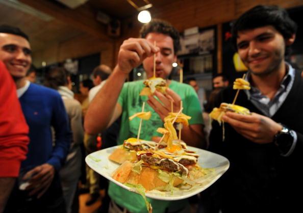 Tapas「Spaniards Fall Back On Tapas Bars In Harder Times」:写真・画像(8)[壁紙.com]